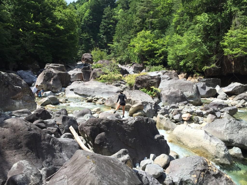 阿寺渓谷 川遊び
